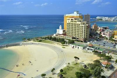 プールビーチもグルメも買い物も楽しめる好立地のリゾートホテル