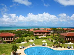 小浜島にある大型リゾート。レストラン、スパ、ゴルフ場など完備
