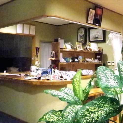 ロビー風景。観光情報も多くそろえております。施設内完全禁煙です。