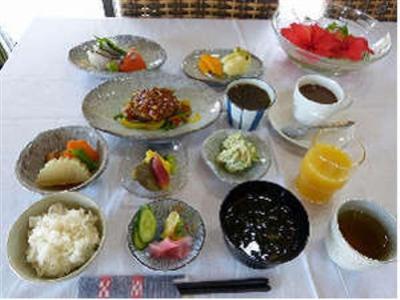 地元の食材・季節の食材をつかった素朴な料理をご提供