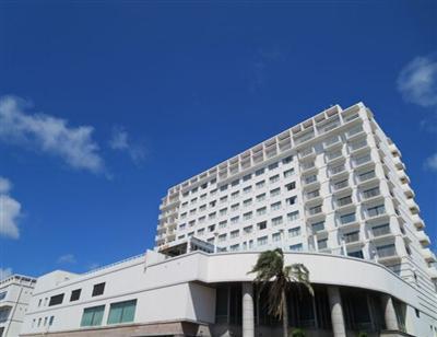 パイナガマビーチまで徒歩3分。全室オーシャンビューのホテル