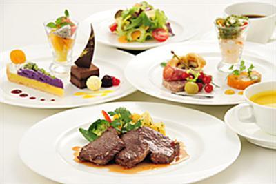 ディナーも充実していて、本格フレンチからお気軽なコースまで楽しんで