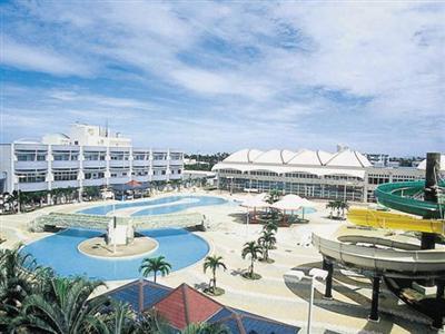 那覇空港より車で15分!多目的スポーツ施設を完備したリゾートホテル。