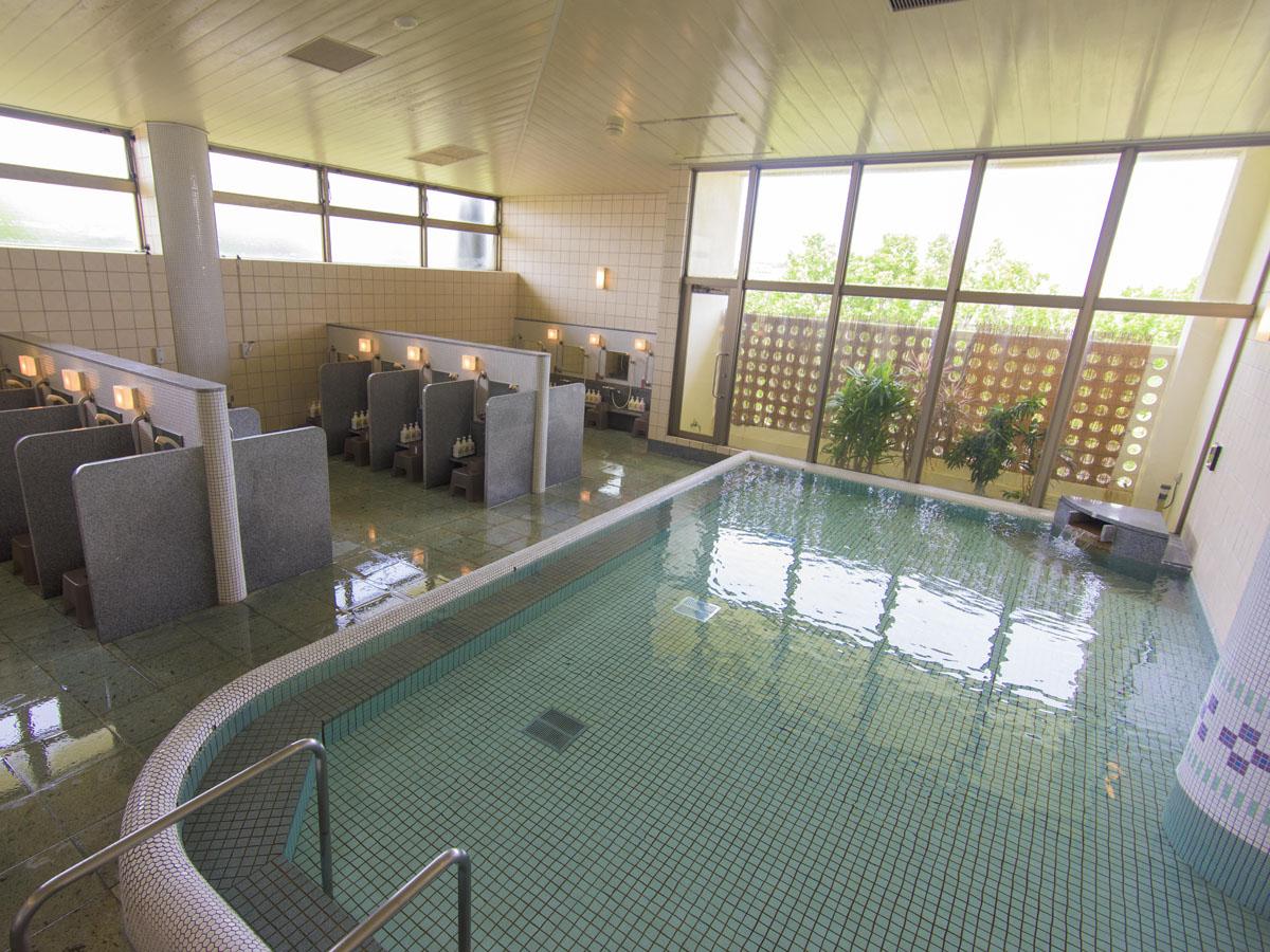 石垣島の地下からくみ上げた超軟水をとりいれた大浴場