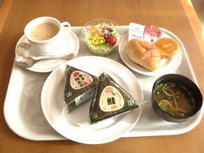嬉しい朝食の無料サービス!お好きなだけとって頂けるのでお急ぎの方にも