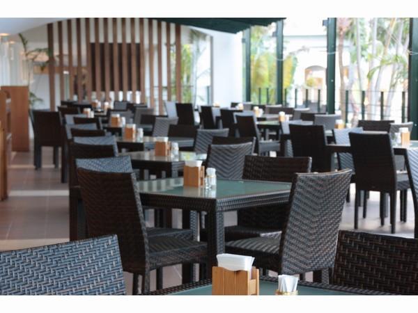 レストランでは中庭に面したテラス席もご利用いただくことができます。