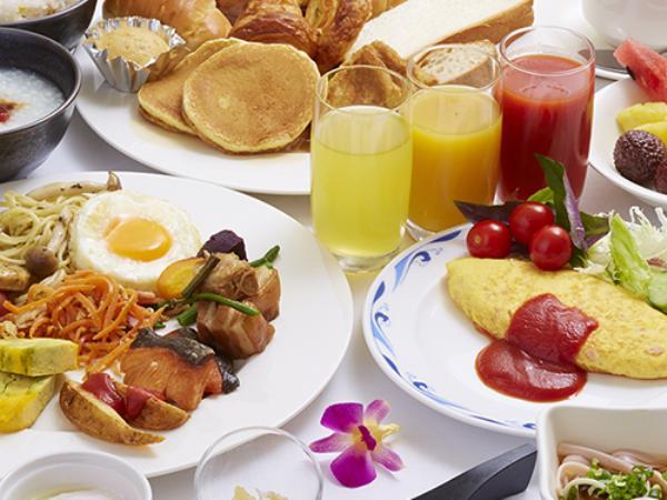和洋中琉と様々メニューをビュッフェスタイルでお召し上がりいただけます。