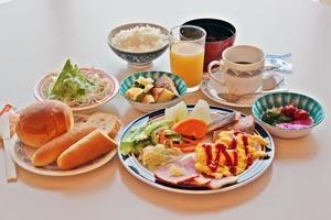 ご朝食は和洋メニューのバイキングスタイルでお召し上がりいただけます。