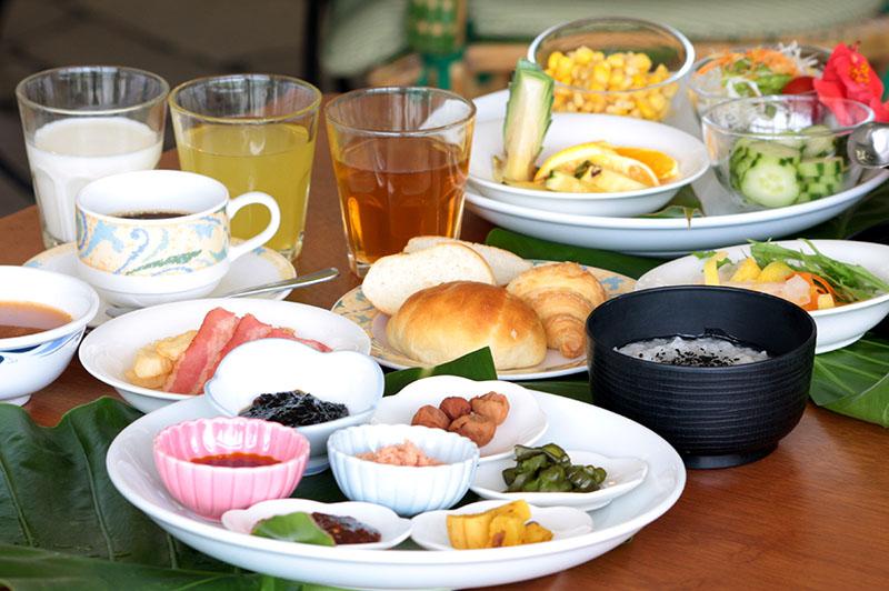 1Fレストランでのご朝食はバイキングスタイルでご案内しています。