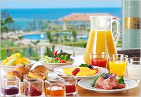 和洋中・沖縄料理と、種類豊富で多彩なライブクッキングが楽しめる朝食