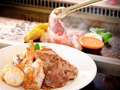 県産島豚や魚介、新鮮な野菜、フルーツを味わうブッフェディナー