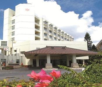 市街地にある老舗のホテル 離島ターミナル、バスターミナル徒歩1分