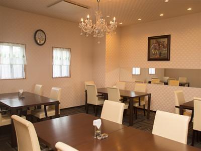 モダンな雰囲気で統一されたレストラン健康に気を使ったメニューにも対応