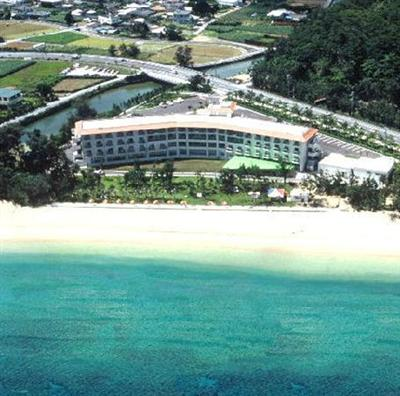 ホテルの目の前がビーチで、リゾートを満喫できる環境が整っています。