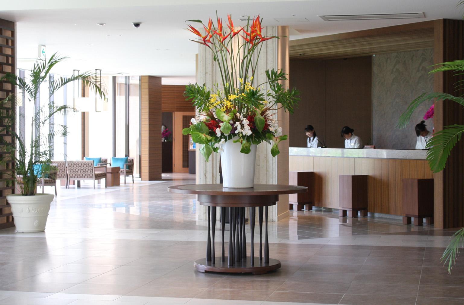 広々とした館内と洗練されたホテルサービス。