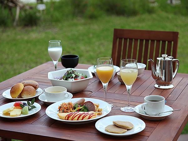オールデイダイニング オーシャングリルにてカジュアルバイキングの朝食。