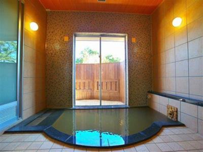 個室でのんびり、天然温泉の貸し切り風呂
