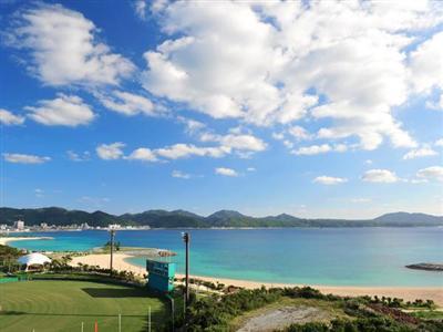 名護市の中心に位置するホテルで名護湾が一望できます。