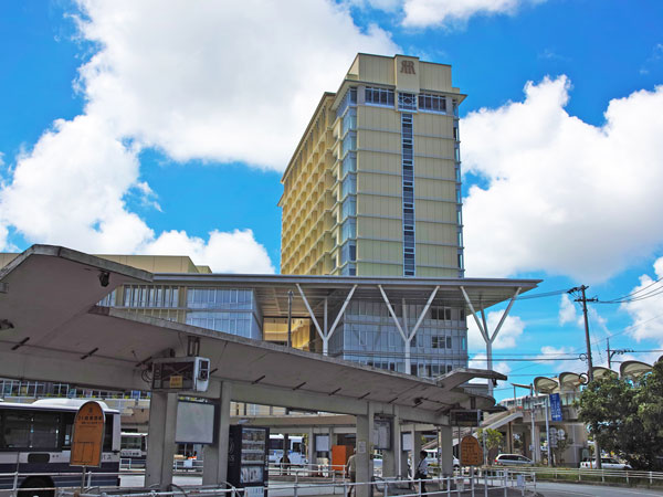 那覇バスターミナルもすぐ近くで、旭橋駅からは直結なので移動がスムーズ