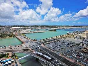 14階最上階にロビーがあり、慶良間諸島や東シナ海を望めます。