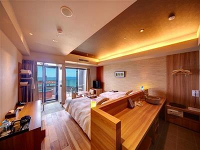 部屋の露天風呂で海を眺めながら、源泉かけ流しの温泉をひとり占め!