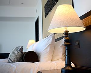 ベッドにはシモンズ社製のポケットコイルマットレス