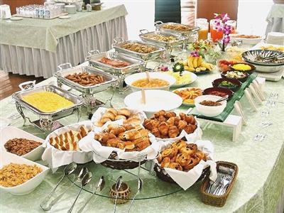 パンやフレンチトーストに加え、沖縄料理など地元の食材を活かした料理も