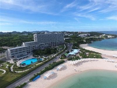 沖縄美ら海水族館をはじめ、観光名所に囲まれた本格的リゾートホテル