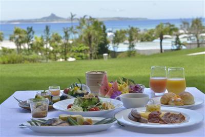 朝食は和・洋・中の料理をブッフェスタイル