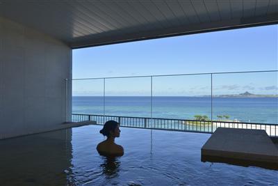 【ジュラ紀温泉 美ら海の湯】地下1,500mから汲み上げた温泉大浴場