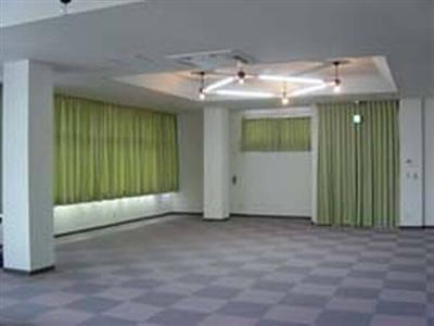 修学旅行生や団体合宿にも便利な多目的ホールも完備