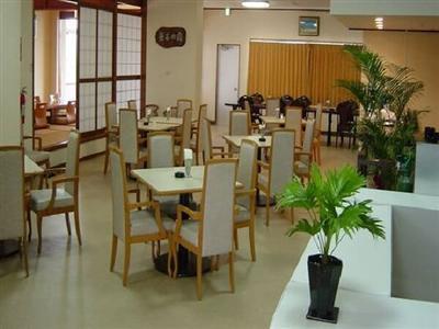 自家農園の島野菜、新鮮な海産物を使った食事が味わえるレストラン