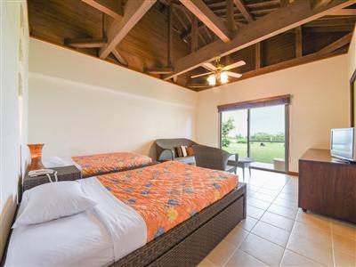 バリ島直輸入の家具を配置したアジアンスタイルのヴィラ