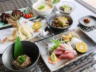 島食材をたっぷりと!海も見えるレストランで西表島を堪能