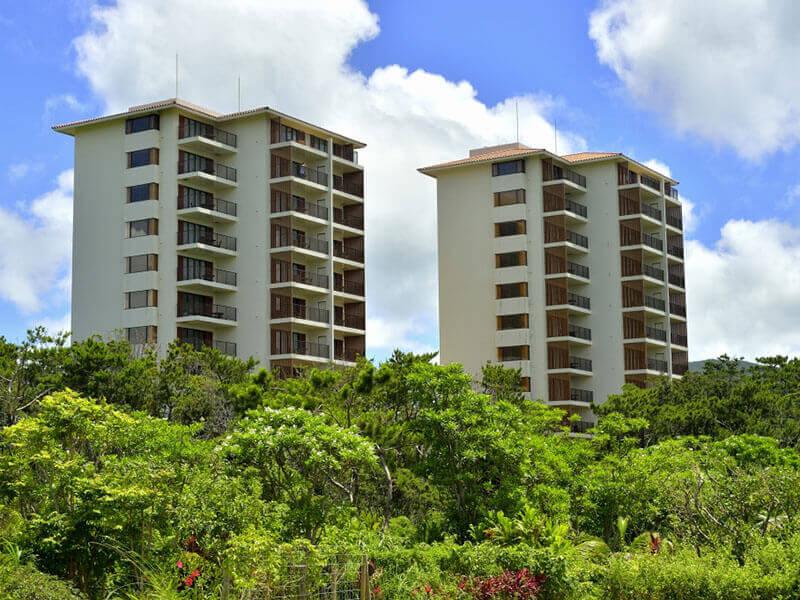 亜熱帯の森と海を望む、大人のための隠れ家リゾート