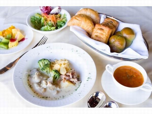 朝食は、洋食か和食のコース。ブッフェではないので席でゆっくり味わえる