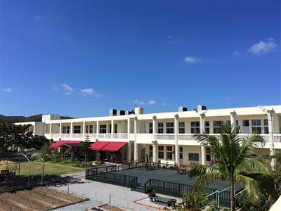 小学校をリノベーション 自然に囲まれた体験型ホテル