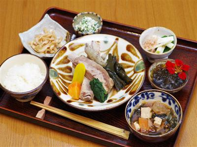 採れたての新鮮野菜を使用した健康長寿の夕食