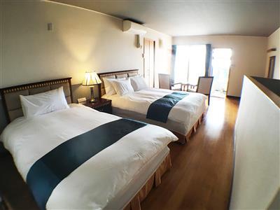 海の香り漂うベッドルーム。ベランダに出て深呼吸
