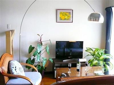 籐家具が彩るアジアンリゾート風のリビングダイニング