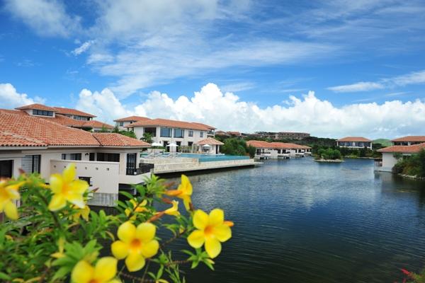 小浜島の自然に囲まれたラグジュアリーなリゾートホテル