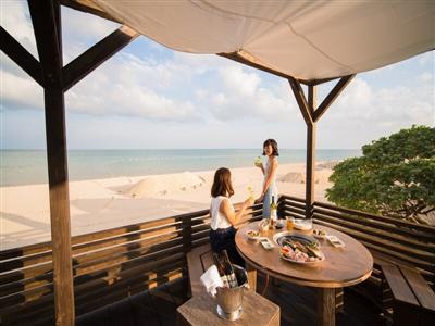 夏季限定でオープン!海を見ながら美味しい食事を堪能