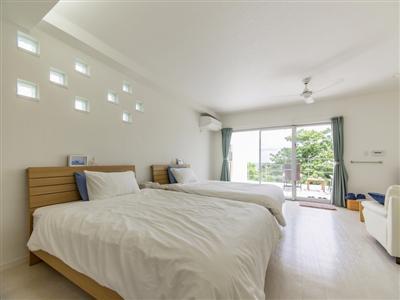 マリンテイストのデザインが特徴の客室「ゆうな」
