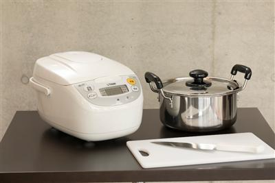 電子炊飯器や調理器具の貸し出しもあるので、暮らすように滞在できる