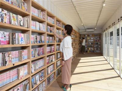 現地で情報収集。書籍が約4000冊揃う「ライブラリー」