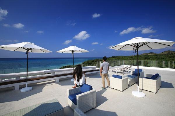 施設屋上からは石垣島の綺麗な海を堪能できる