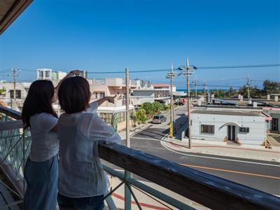 テラスは景色を眺めたり、マリンスポーツグッズを干したりと、自由に活用