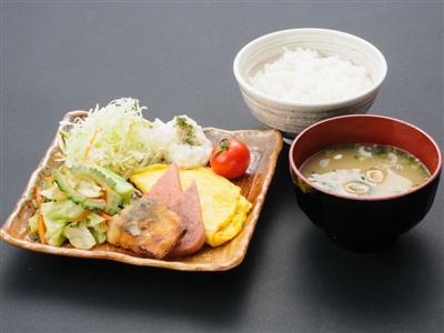 島の食材を活かした沖縄料理をブッフェスタイルで堪能