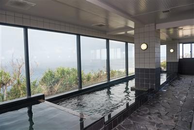 無料で利用OK!展望大浴場から見える宮古プレーに癒されて