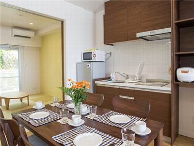 調理器具の揃ったキッチン付き。テラスではBBQも可能